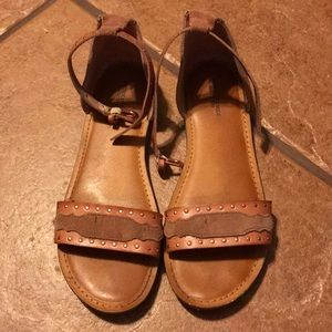 AMERICAN EAGLE OUTFITTERS BROWN SANDAL SIZE 7